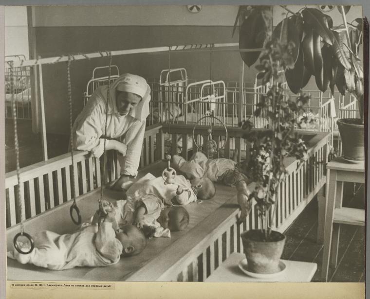 [Day nursery in Leningrad.]
