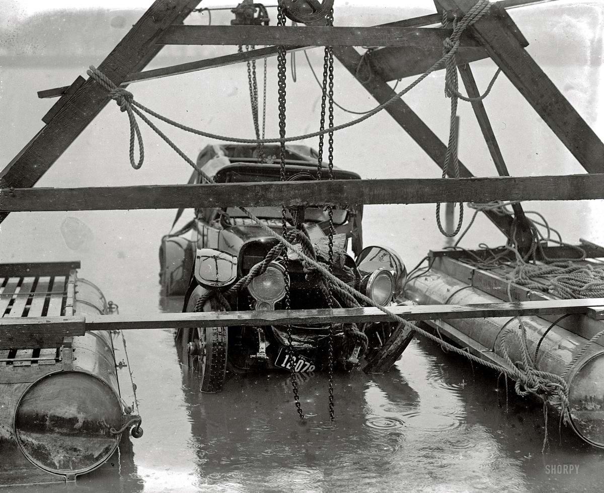 Хорошо покатались: Подъем со дна реки (1923 год)