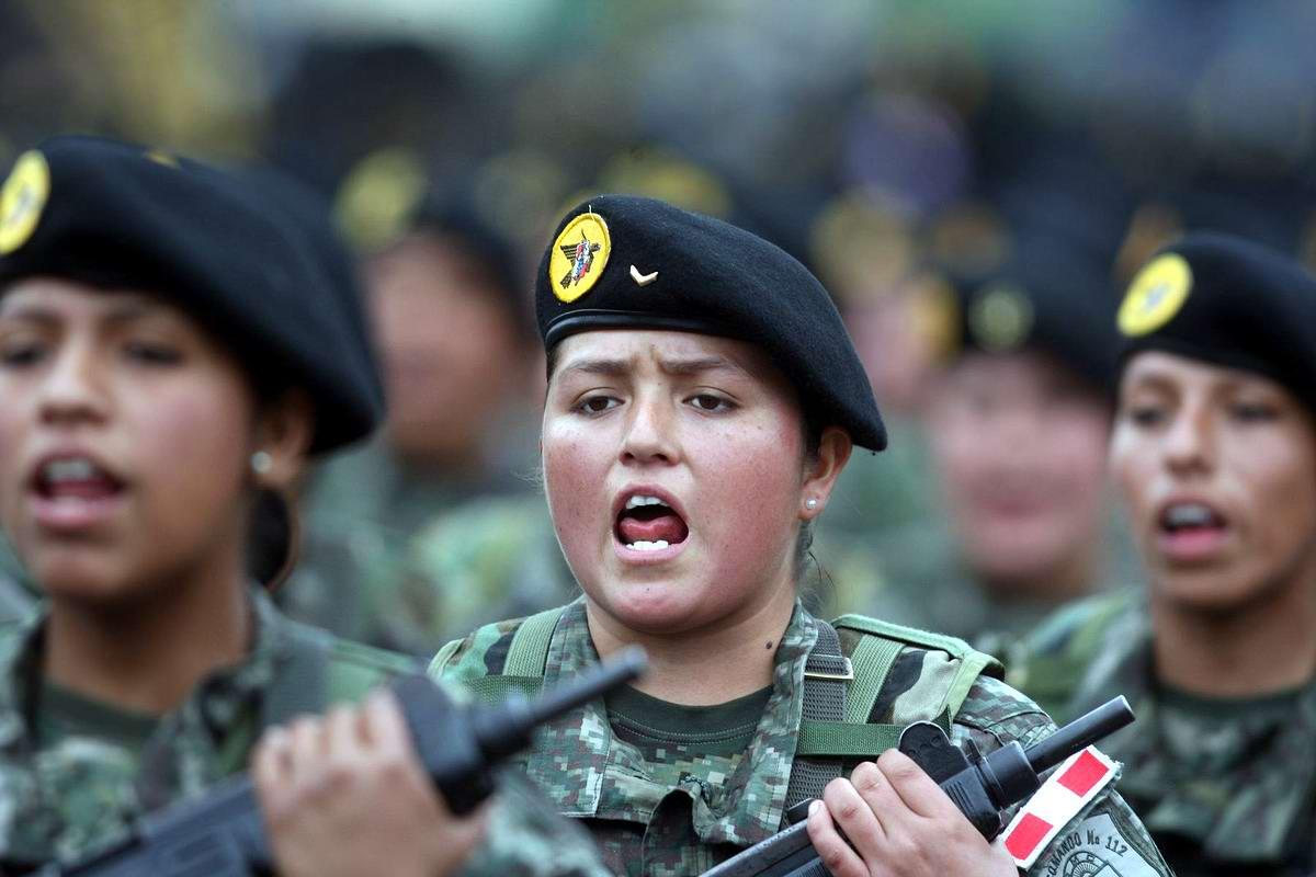 Очень грозная сила: Девушки в армейской униформе (24)