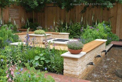 Как обустроить двор в частном доме своими
