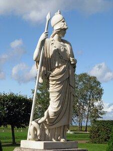 Богиня Афина памятник в Петергофе