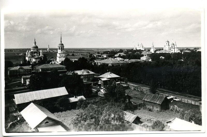 1.Вид города с колокольни Успенской церкви.
