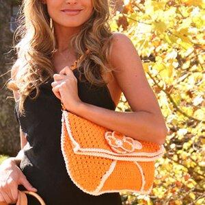 Летняя оранжевая сумка, связанная крючком