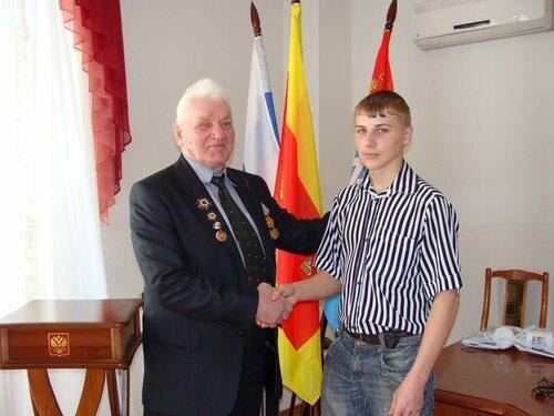 М. А. Говоровский напутствует призывника Виктора Вознюка