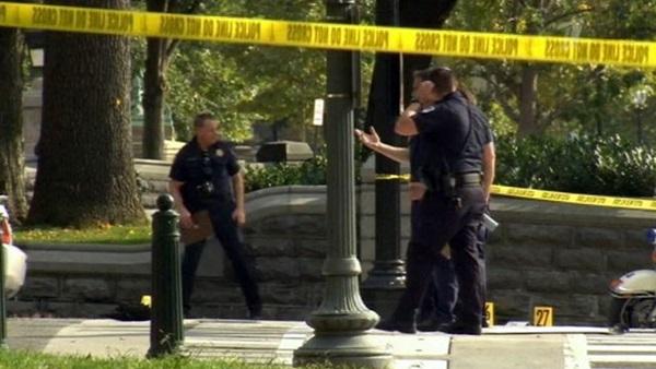 Женщина на машине с ребенком врезалась в ограду Белого Дома