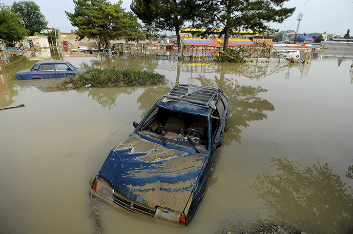 Submerged vehicles in Krymsk
