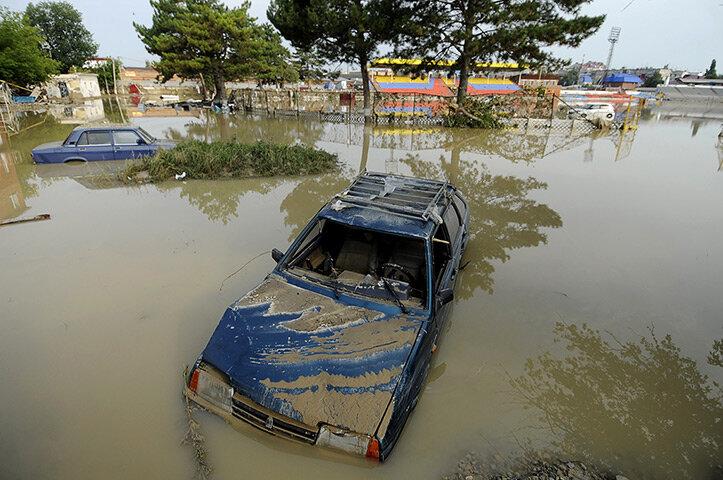 Submerged vehicles in Krymsk