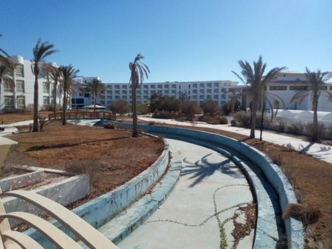 Raouf Hotels обнаружил иисследовал блогер изРоссии. «Зрелище жуткое, ходишь как будто поЧернобылю
