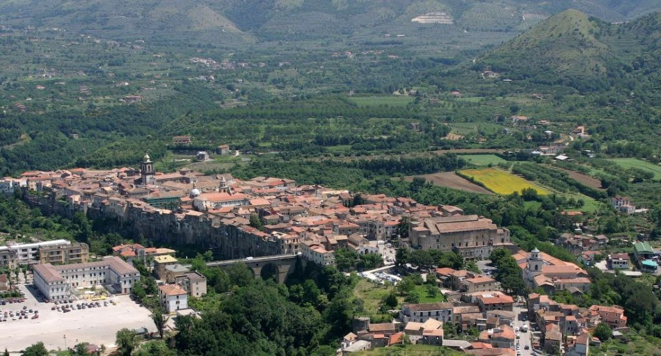 Аминистерство туризма страны присвоило ему почетный знак Bandiera arancione— как самому комфортном