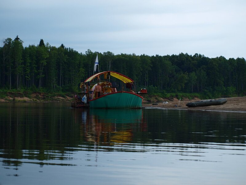Неплавающий корабль на Вятке