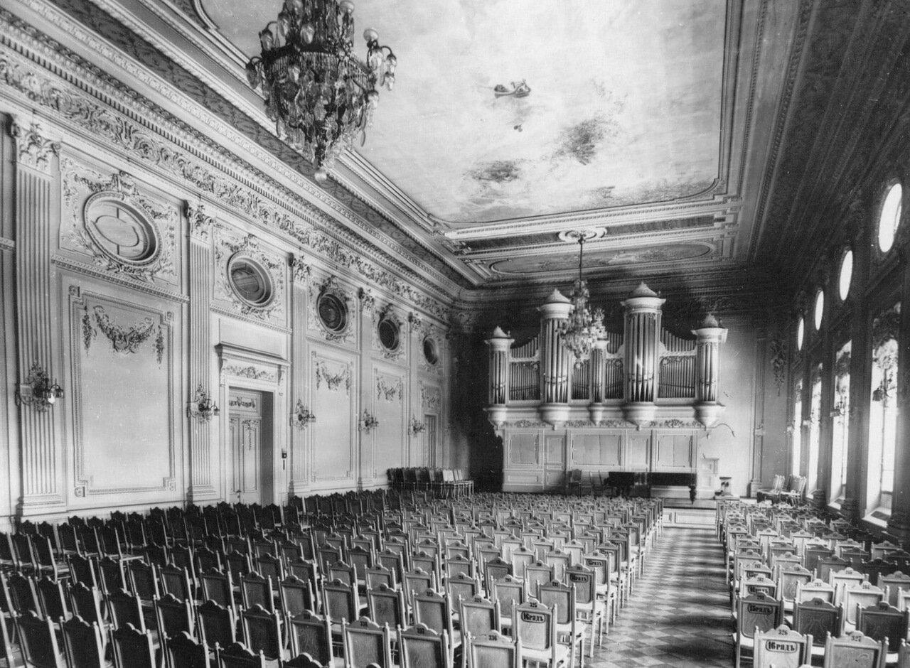 08. Вид на сцену малого зала консерватории