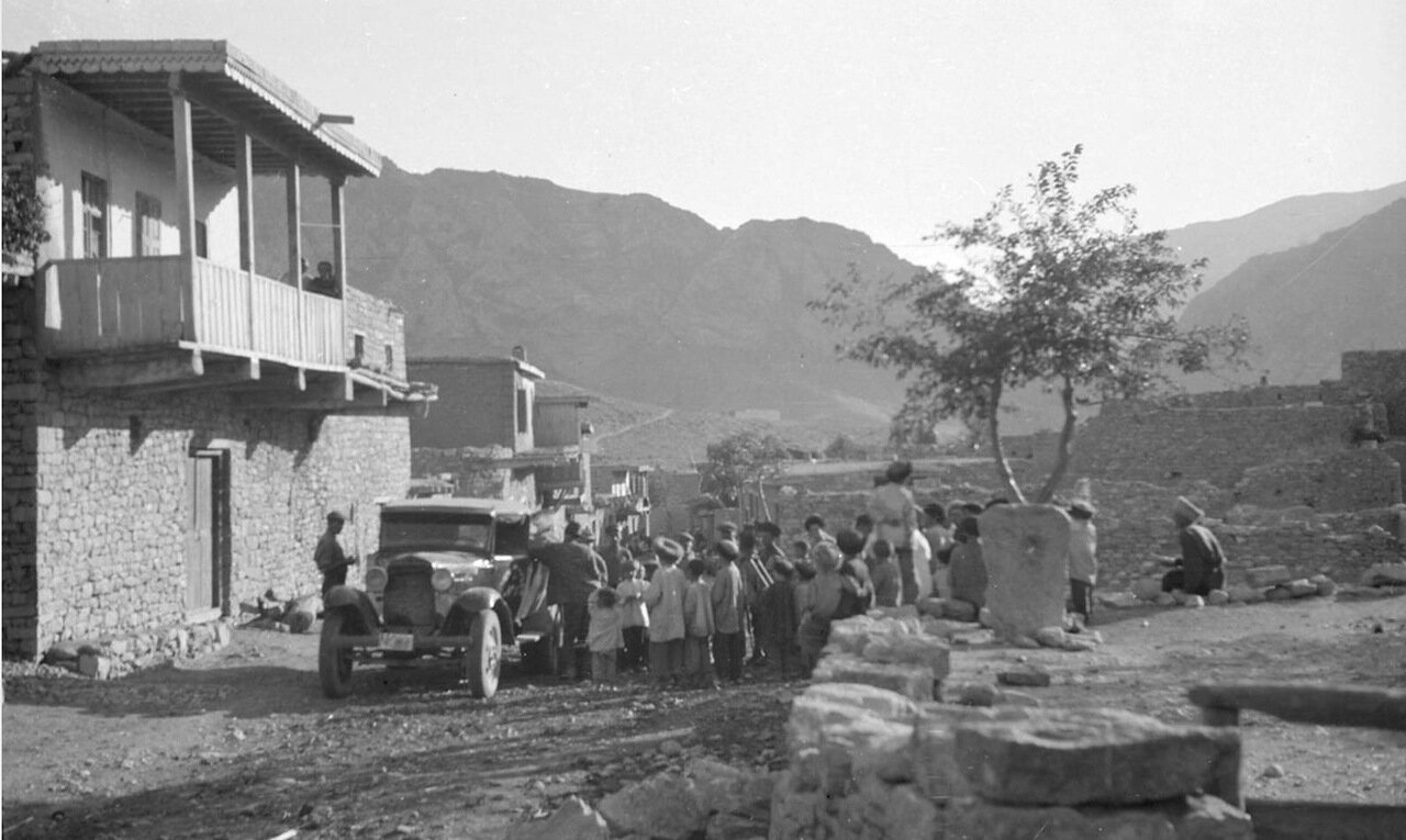 Машина в дагестанском селе