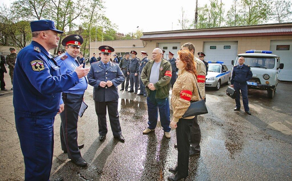 Очень внушительно и решительно выглядела команда Звенигородской ДНД, руководит которой отставной майор милиции Николай Михайлович Лобанов