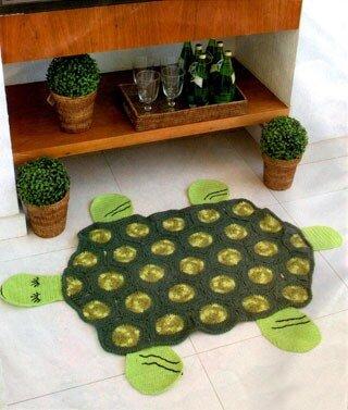 крючком в форме черепахи.