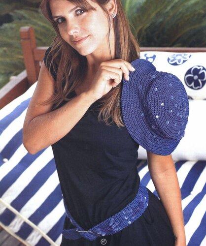Летняя синяя шляпка, связанная крючком