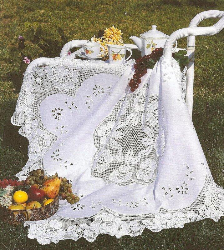 Скатерть , ткань с вышивкой