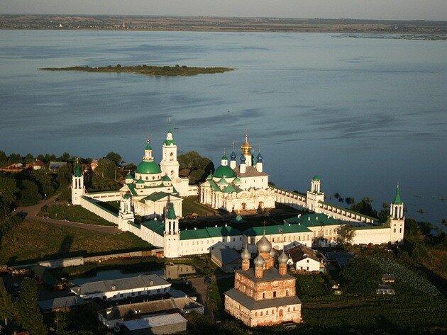 ...Димитриевский монастырь в Ростове Великом Ярославской области.