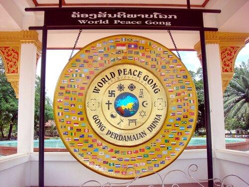 Индонезия передаёт Гонги Мира в дружественные страны