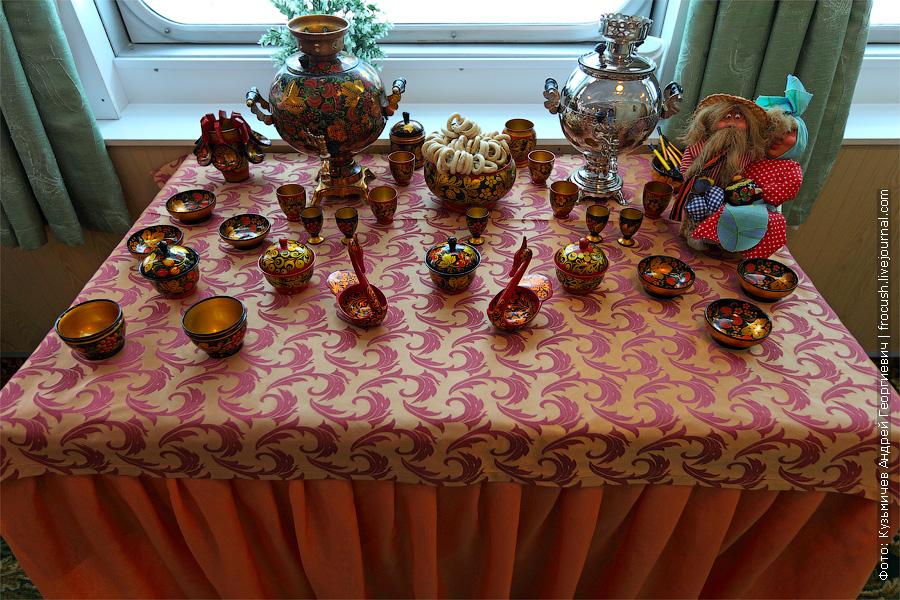 Сувенирный столик. теплоход «Константин Федин»
