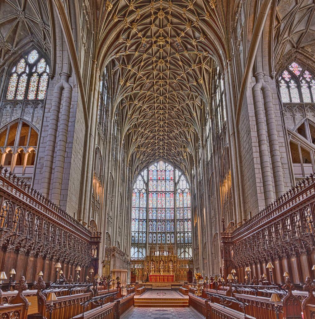 Gloucester_Cathedral_Choir_(12643608483).jpg