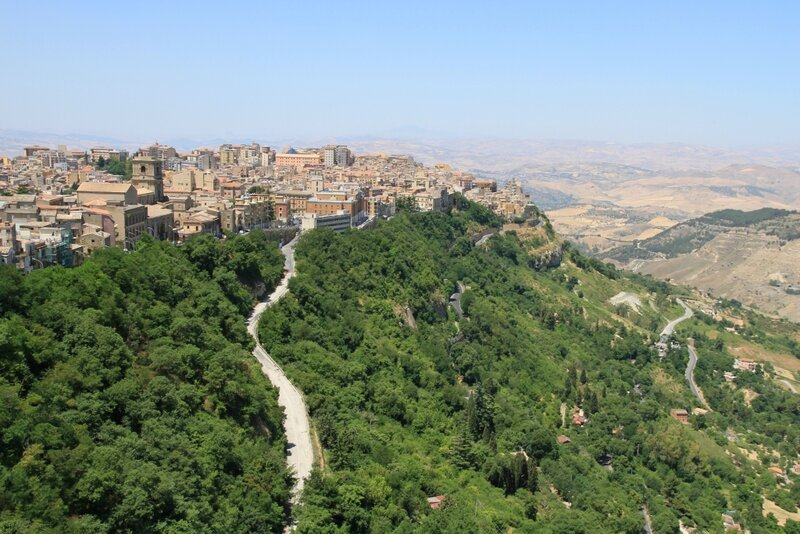 Сицилия, вид на Энну с замка Ломбардия