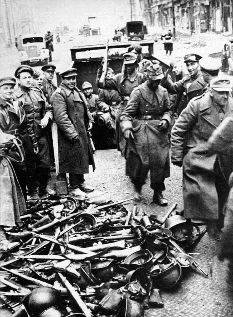 Падение Берлина на фотографиях весны 1945 года (17)