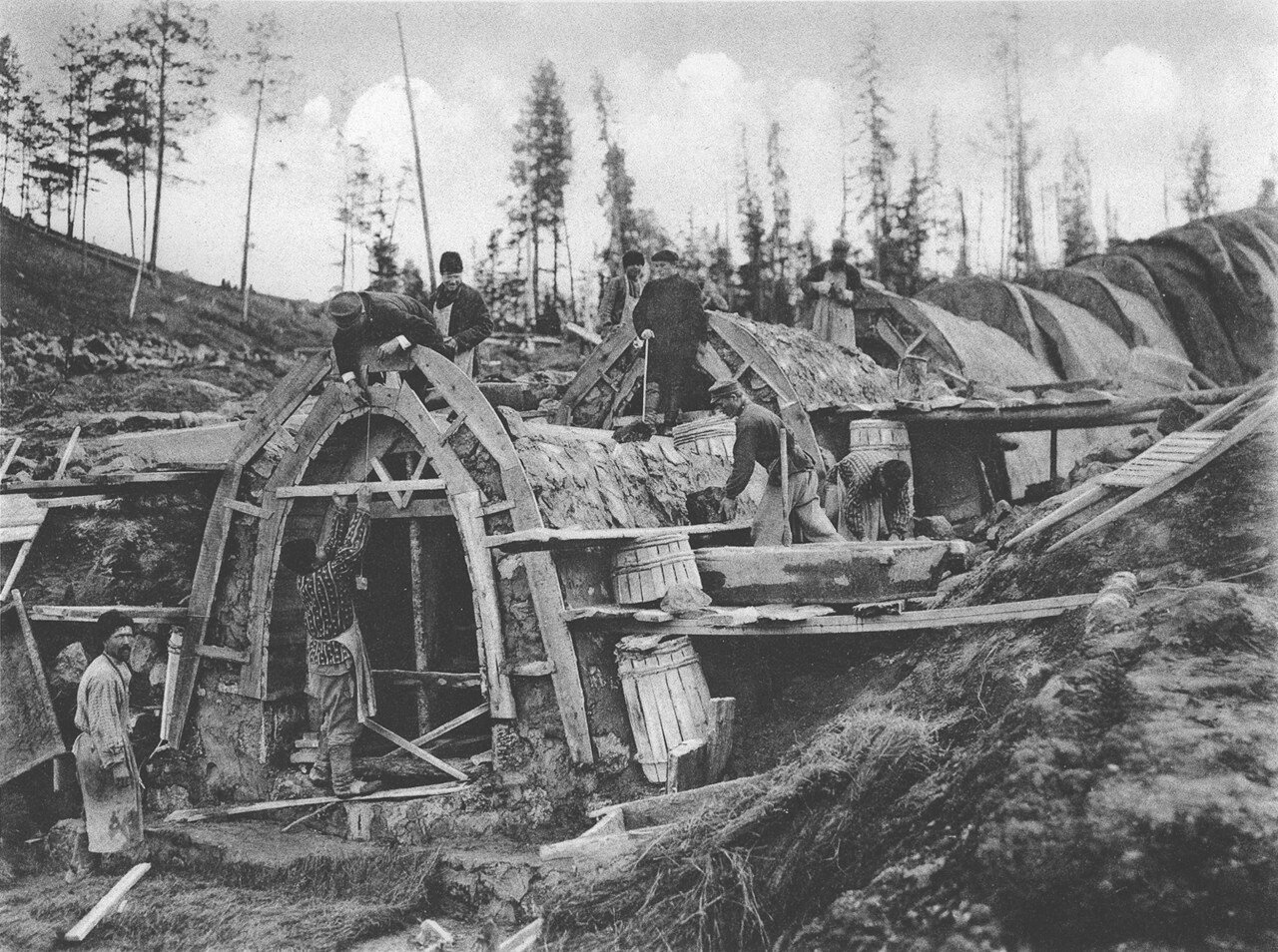53. 2557 верста. Сооружение каменной трубы отв. 1,00 саж. при высоте насыпи 12,74 саж. Строительный период 1908