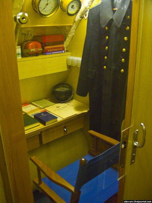 Подводная лодка С-189. Рабочее место замполита.
