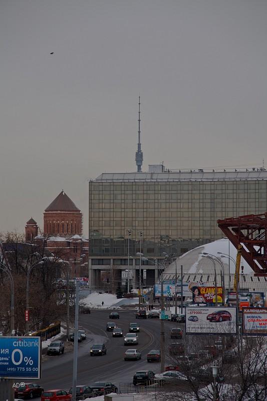 Гостиница «Ренессанс Москва», на заднем плане слева - кафедральный армянский храм Сурб-Хач