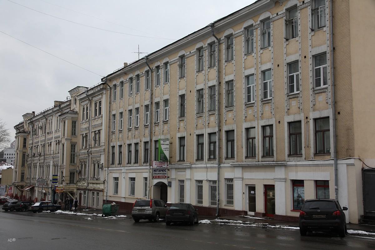 Четырёхэтажный четырёхподъездный кирпичный жилой дом