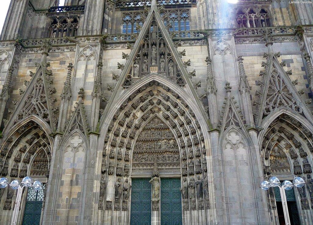 Köln. Порталы собора.