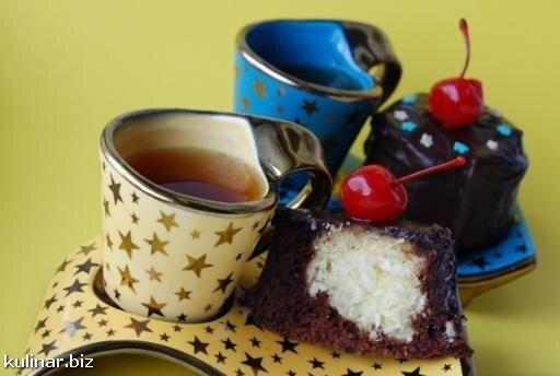 Шоколадные кексы с сырными колобками