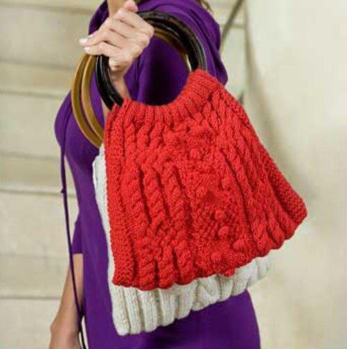 Красная сумка связана спицами