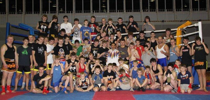 Тренировки по тайскому боксу.
