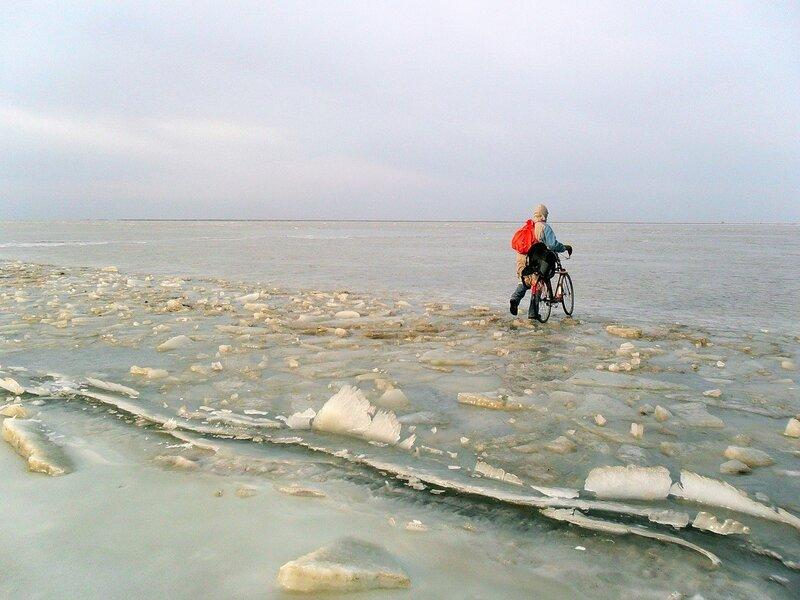 По льду Ахтарского лимана