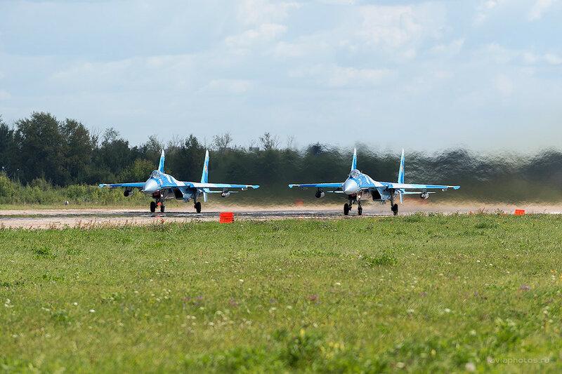 Сухой Су-27С (16, 17 желтый) D800032