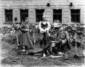 Сын графа А.Д.Шереметева с друзьями (слева направо) Поливанов, барон Кнорринг, Шереметев и Хартулари (лежит).