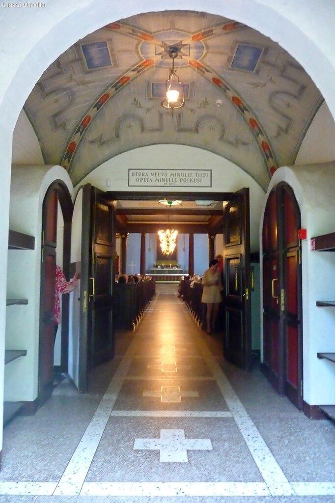 Вход в церковь Валкеала.