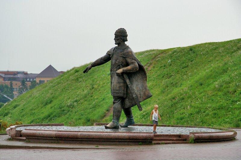 Дмитров, Памятник Юрию Долгорукому - основателю города