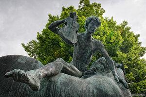Бронзово-музыкальный астеник (астеник, Осло, скрипка, скульптура)