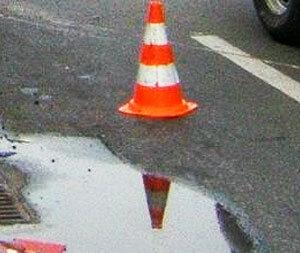 На Некрасовском путепроводе во Владивостоке автомобилистка сбила рабочего