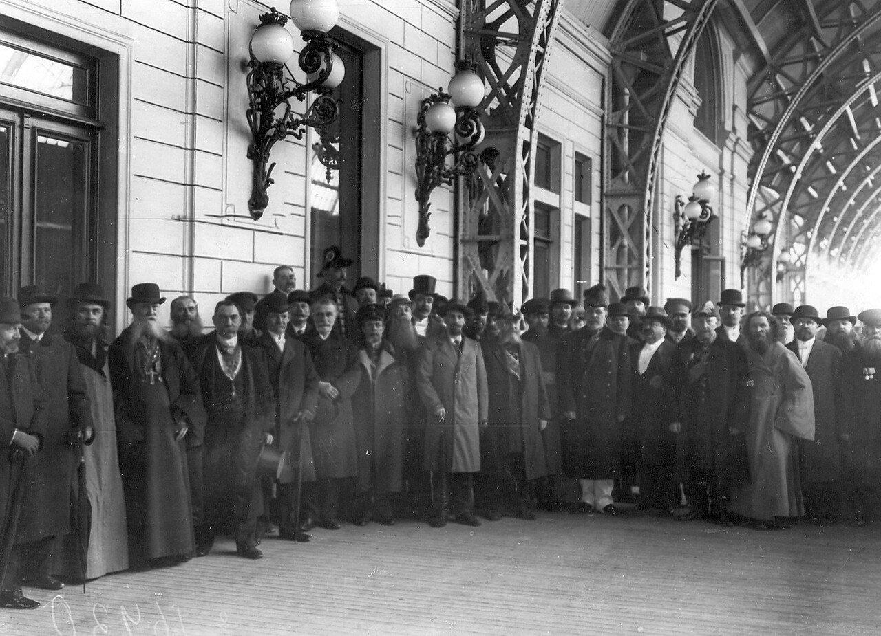 Группа депутатов Третьей Государственной думы на Царскосельском вокзале, по прибытии в Петербург