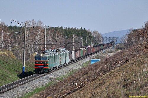 система электровозов ВЛ80с (первый ВЛ80с-033) с грузовым поездом на перегоне БЕЛОРЕЦК - СЕРМЕНЕВО