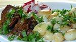 Жареное мясо с молодой картошкой и салатом из редиса