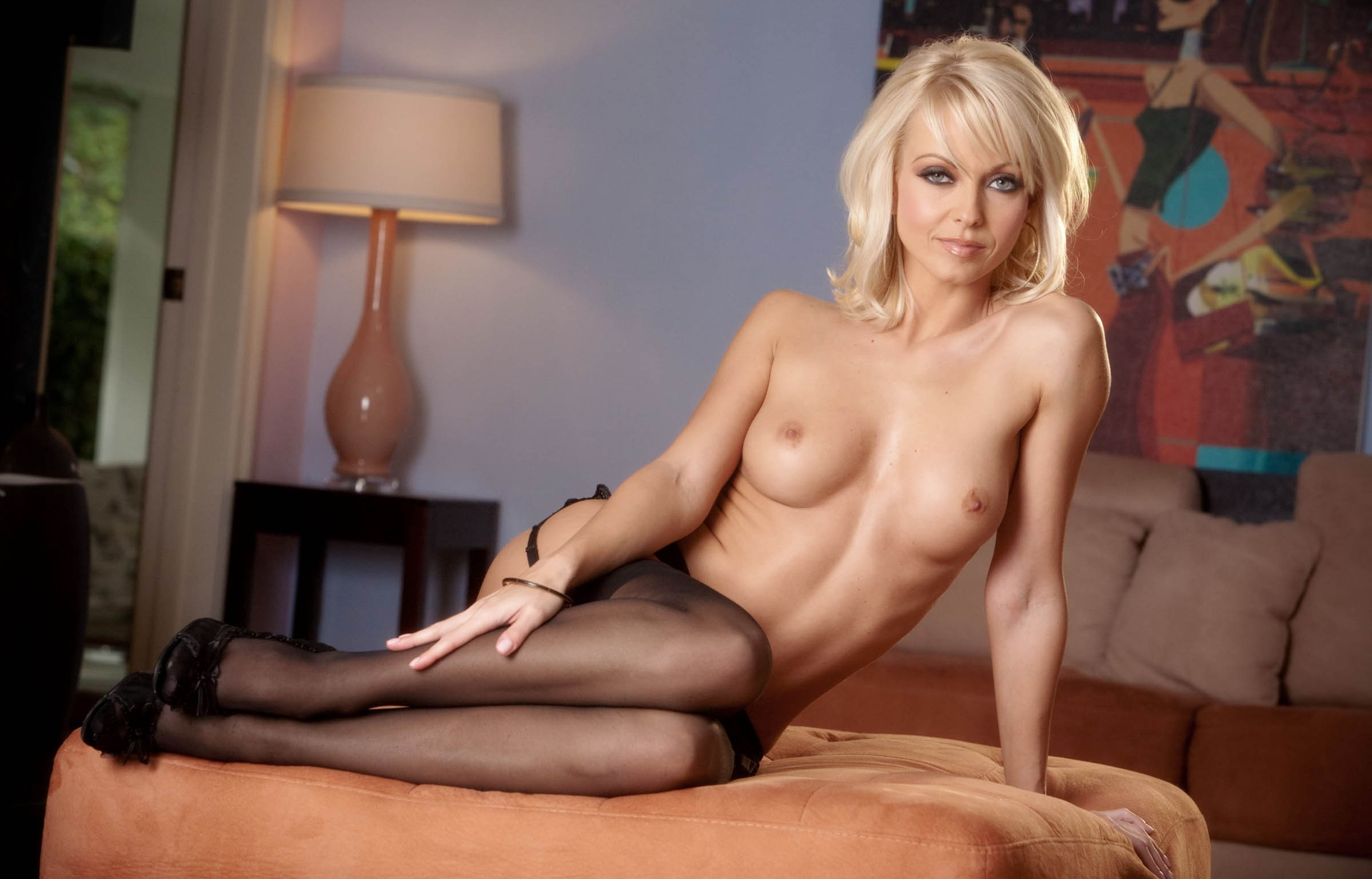 golie-blondinki-v-vozraste