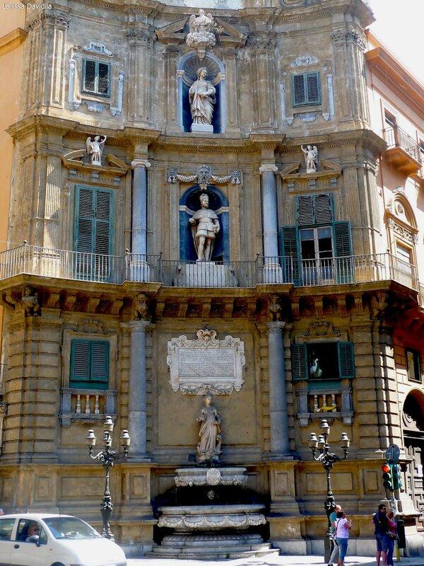 Piazza Quattro Canti - пл. Четырёх углов.
