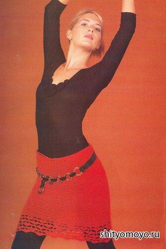 Красная юбка связана крючком