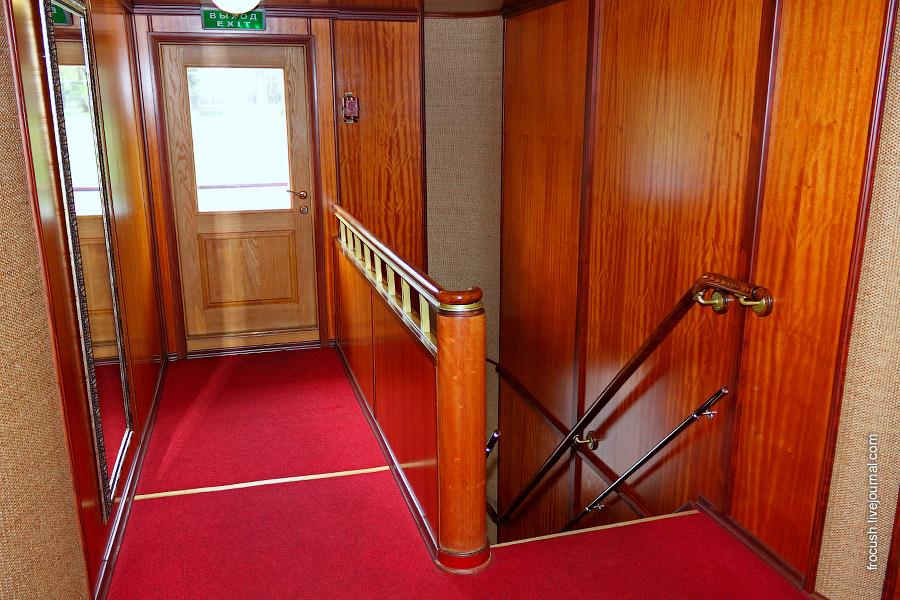 Шлюпочная палуба. Лестница на среднюю