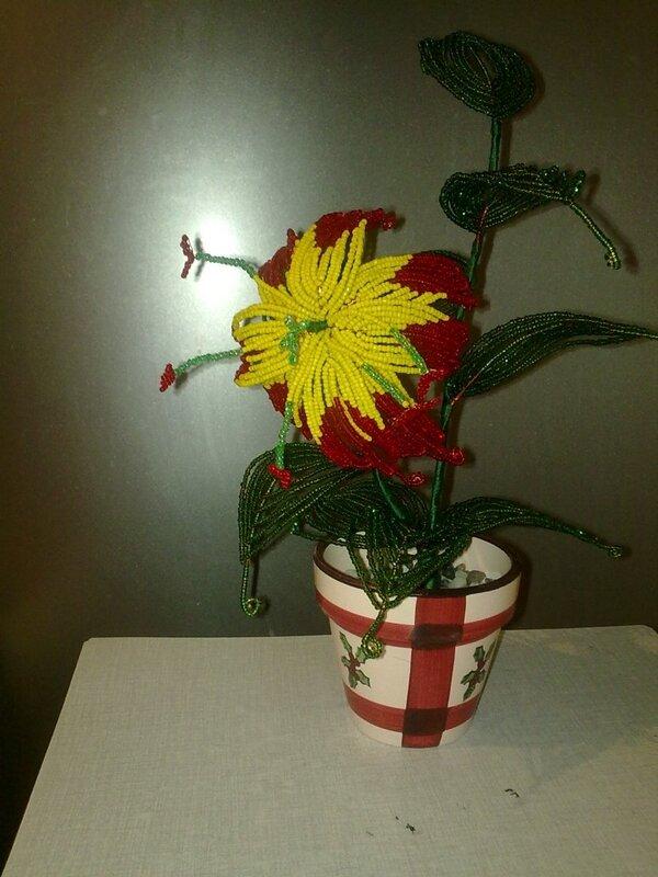 """Лепестки делана на этом цветки сама, а остальное по мастер-классу с сайта  """"Клуб любителей бисера """".  3 комментария."""