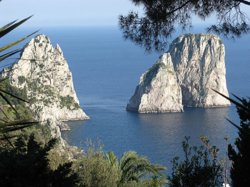Остров Капри. Скалы Фаральони
